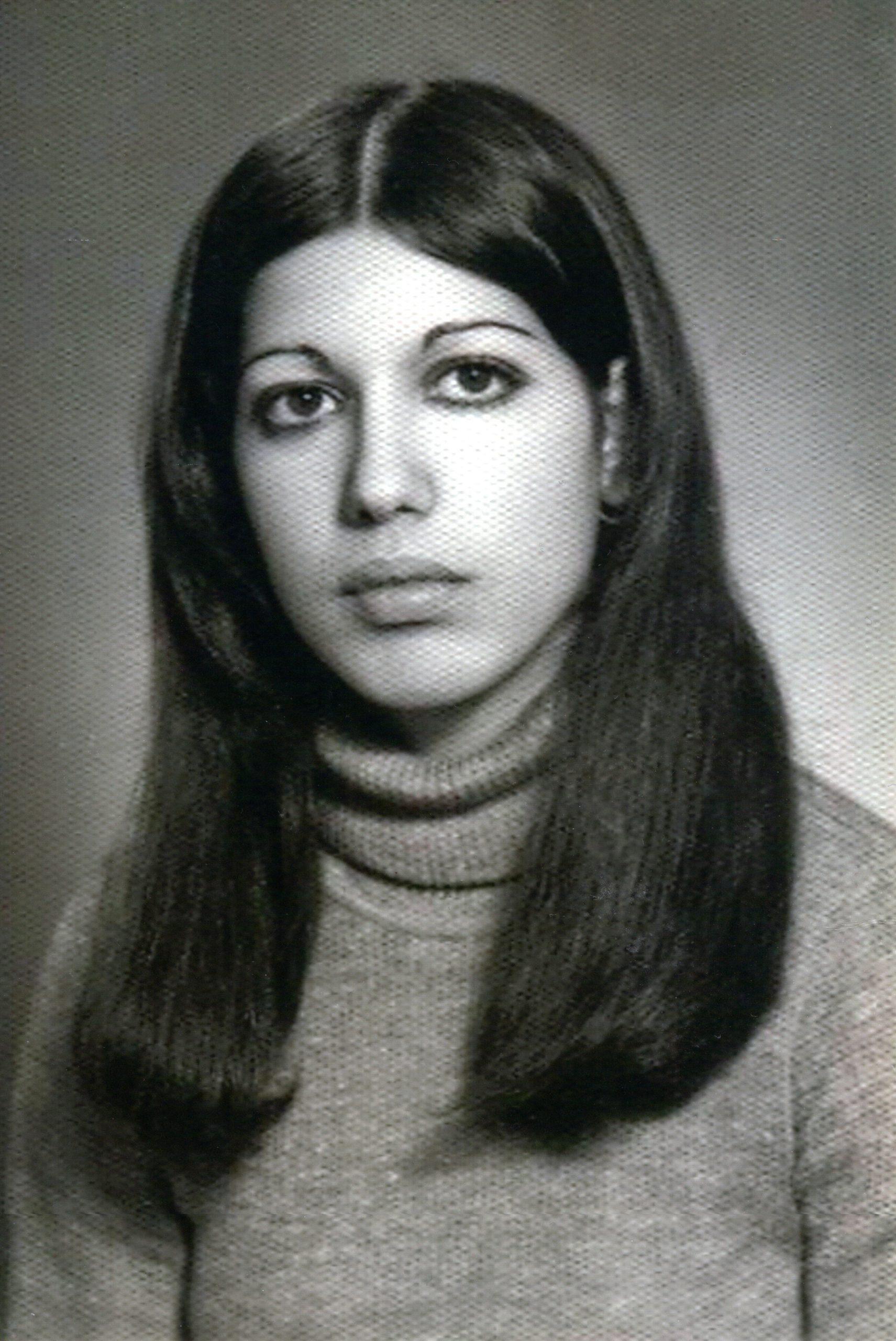Black and white photo of pretty girl
